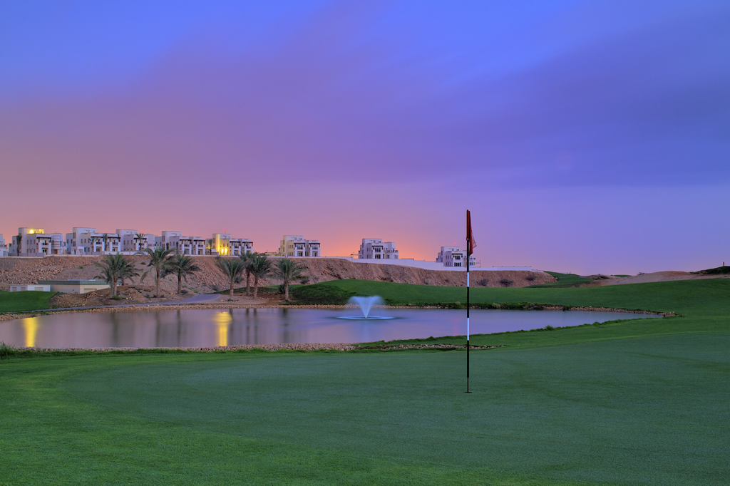 IMAGE: http://golfcoursephoto.files.wordpress.com/2011/02/muscat.jpg